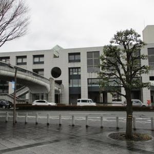 「延期」となった「富士市の未来を語るパネルディスカッション」来場者に備えロゼで待機