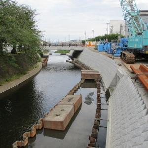 小潤井川の旧国道1号線から北側の拡幅改修工事が本格化しています!