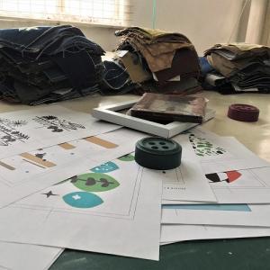 ◎制作中。横振りミシン刺繍の仕事。