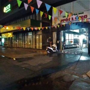 ◎お店の一つ隣の道が閉鎖されました。in ホーチミン。
