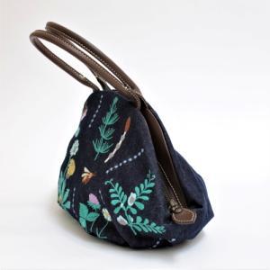 ◎夏なのに『春の庭刺繍』アーモンドバッグ。