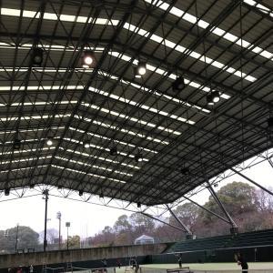 空き時間にテニス雨には嬉しい屋根付きコート