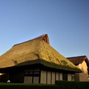 茅 葺 屋 根 の 旧 家