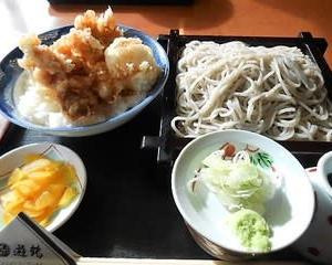 娘と昼食(ごまそば遊鶴、札幌市)