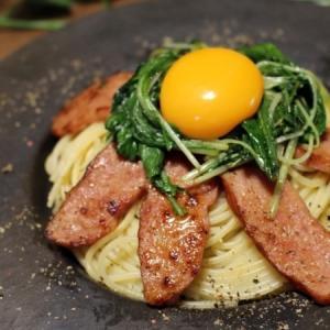 【シャウエッセンのお肉でつくった あらびきミートローフでと水菜のたまご乗っけパスタ。】