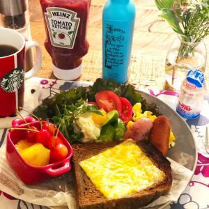 お馴染みパンな朝食