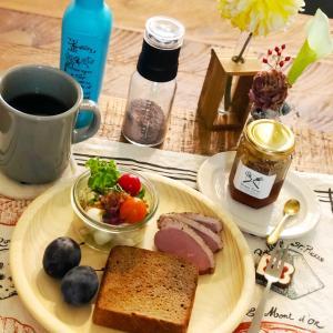 糖質ダイエット用食品として人気急上昇のドイツパンで朝食