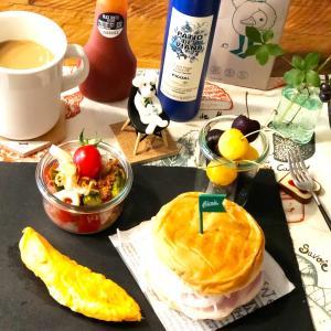 おかめやバンズでバーガーと初収穫な朝食♡︎ʾʾ楽ちんスライスオニオン