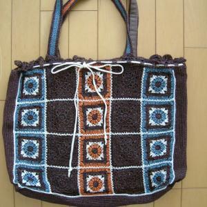 (バッグ①)ナイロンコードの様な糸で編んだモチーフつなぎ