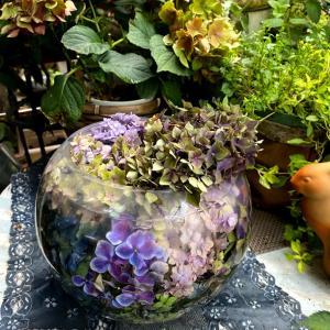 アンティークカラーな花手水鉢