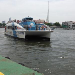 BTS MRT そしてボートに乗り継いで川向うへショートトリップ