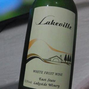 タイ産の格安白ワインとクリームチーズ