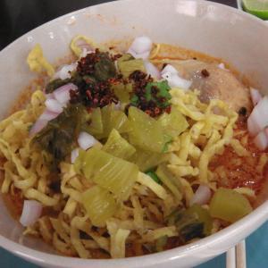 """北タイ料理の店""""クア・ティウ・ルアン""""でカオソーイ"""