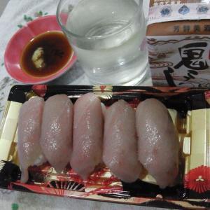ドンキで購入 北海道極み食パンと大とろ寿司