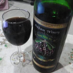 タイ産のオーガニックフルーツ赤ワイン