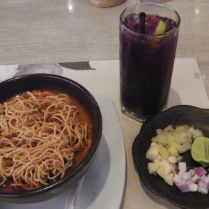 """エンポリアムのレストラン""""Chingcha Charlee""""でカオソーイ"""