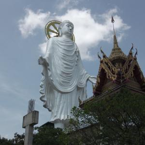巨大な像を見学した小旅行