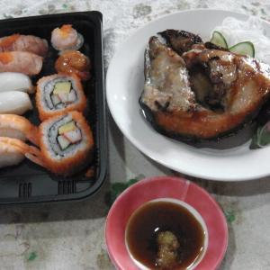 """ローカル寿司店""""Sushi Corner""""ウドムスック"""