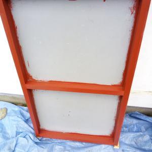 古い看板を黒板塗料でリメイクしてミタ。中学の時以来のアルファベットの練習か?