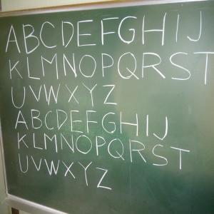 プレハブ倉庫の黒板のために。毎日、コソ練。ここに書いたら、全然コソじゃない?