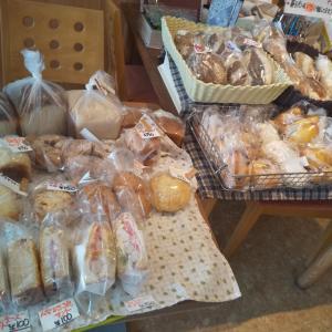毎週金曜日は自家製酵母パン販売