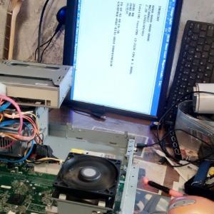 友人のパソコンが不調でとりあえず家に持って来た