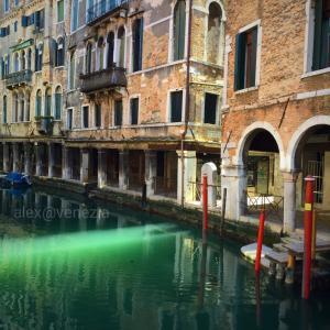 【alex的☆コロナ生活】綺麗過ぎた光と飲み友お爺ちゃん達の話 @ヴェネツィア