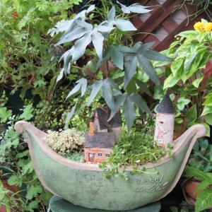 船の街 船型の鉢に寄せ植え
