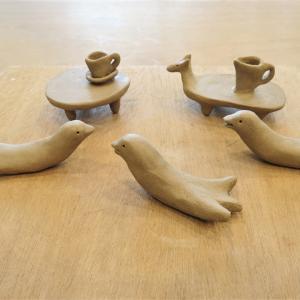 陶の動物テーブル