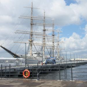 横浜ハンマーヘッド、帆船「海王丸」