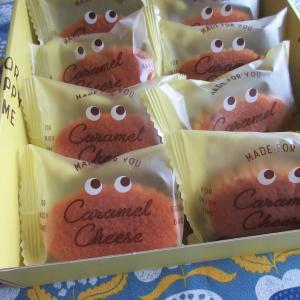 箱から覗くお菓子たち