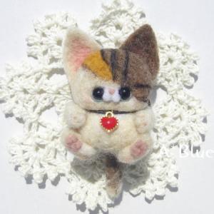 羊毛フェルト*抱き上げにゃんこのストラップ♬三毛猫さん(*´꒳`*)