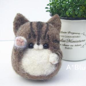羊毛フェルトの招き猫*ハチワレキジトラさん