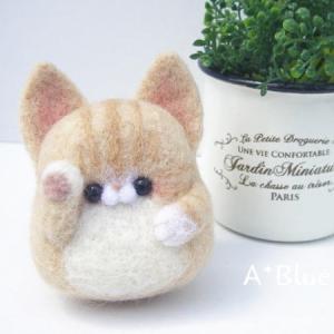 羊毛フェルトの招き猫*ハチワレ茶トラ(*´꒳`*)