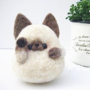 羊毛フェルトの招き猫*シャム猫さん(*´꒳`*)