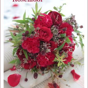 ケイトウと赤バラのブーケ