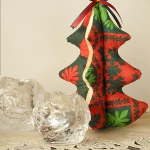 あらら?あらら?クリスマスツリーのキット、発見・・・。