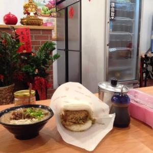 『台湾版ハンバーガー』と『牡蠣入り麺線』