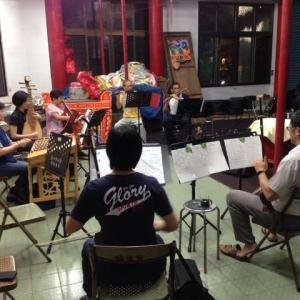 本日、中国楽器の演奏(練習)を見せてもらいました。