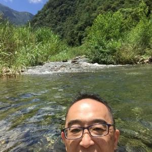 本日は、川で水浴び。
