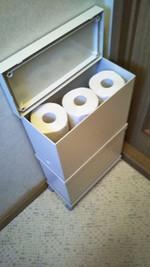 トイレットペーパー入れにファイルボックス
