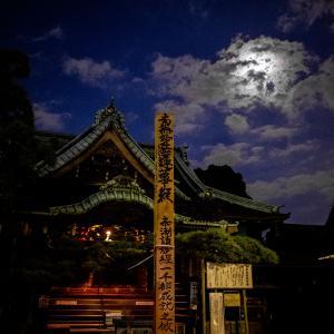 帝釈天題経寺の願い柱に疫病み克服の祈りを託す