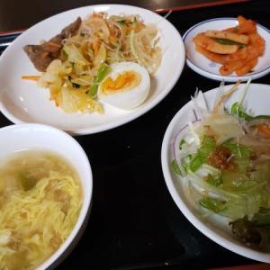 野菜中心に食べ放題出来るお昼ご飯・・・なのだ!!