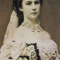 皇后エリザベートの老醜を捉えたパパラッチ絵画