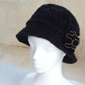 毛糸の帽子を編みなおしリメイクして、アクセサリーも色々とっかえひっかえ。