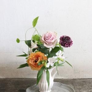 自宅で手軽に!花瓶のお花の投げ入れセット
