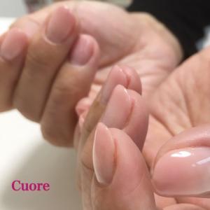 二枚爪、丸い爪を卒業して、つるんと艶々な指先にしませんか?