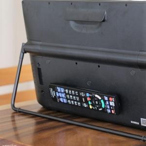 リモコンをテレビの裏側へ