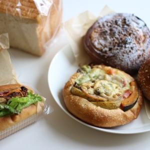 久しぶりのパン屋さんと、初めましての食パン