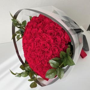 プロポーズの108本の薔薇